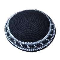 Kipá de crochê ponto médio colorida - Preta borda branca e cinza