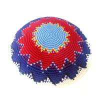 Kipá de crochê colorida feita a mão