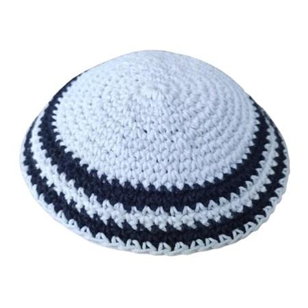Kipá de crochê ponto médio colorida - Branca borda preta