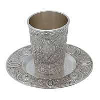 Cálice de kidush decorado com pires
