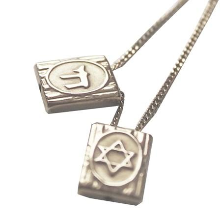 Escapulário prata chai e estrela - Médio