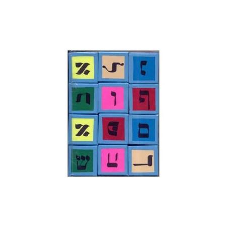 Cubos com o alfabeto em hebraico