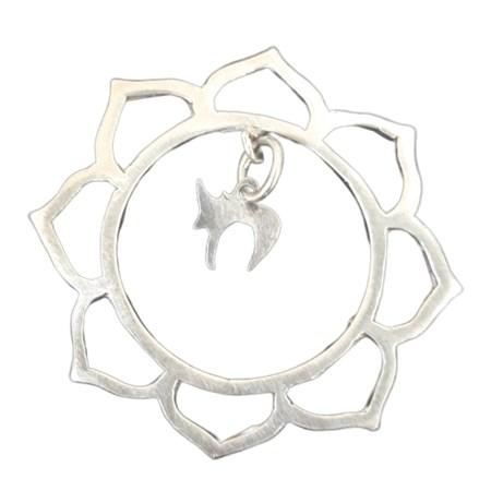 Pingente flor com mini chai de prata